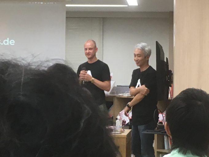サプライズゲストのドイツ人wevデザイナーと日本語通訳者